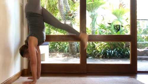 22-min-handstand-practice-int